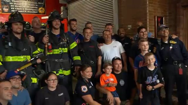 Members of New York Mets visit NYC firehouse for 9/11 anniversary